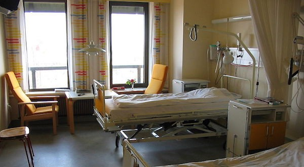 Hospital room [wikimedia commons]