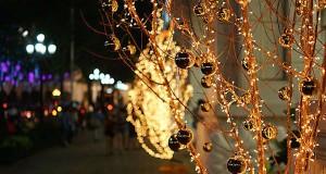 Christmas lights [wikimedia commons]