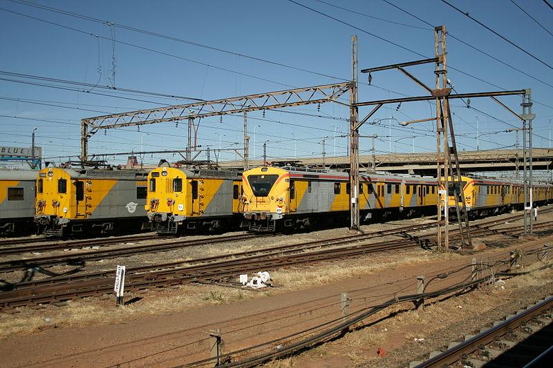 Metrorail train on railway lines [wikimedia]