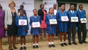 Thandi Sibeko High learners with tablets [Gauteng_gov_twitter]