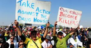 Zuma visits Eldorado Park over drugs safety 2 [gcis]
