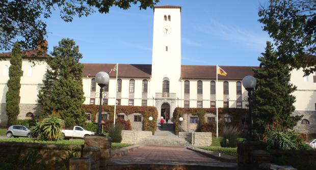 https://commons.wikimedia.org/wiki/File:Rhodes_University_Clock_Tower_2018.jpg