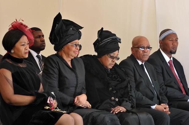 Graca Machel and Winnie Mandela at funeral [gcis]