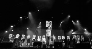 Luaty Beirao picture protest [Amnesty]