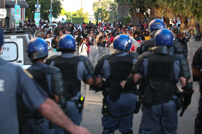 Police-disperce-tuition-protesters-1