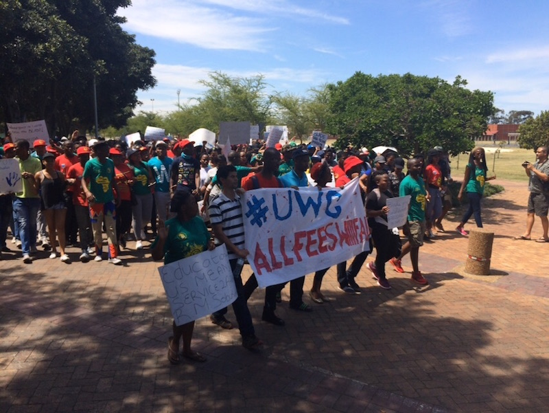 Protestors with banner at UWC [raeesa pather]