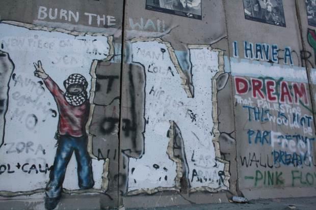 IAW 2016 pics graffiti on separation barrier 13