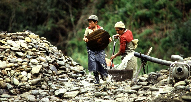 Child_Labor_in_Morona_Santiago,_Ecuador_1990