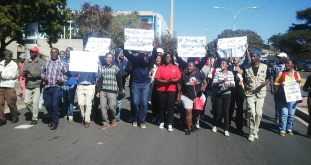 Right2Know protest SABC offices [slider]