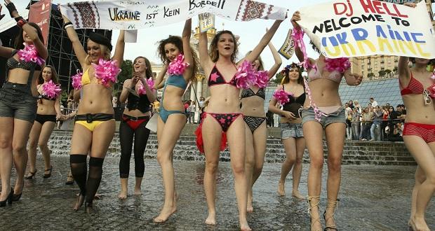 femen-protest-white-feminism-2