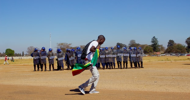 zimbabwe-protestor-in-front-of-police