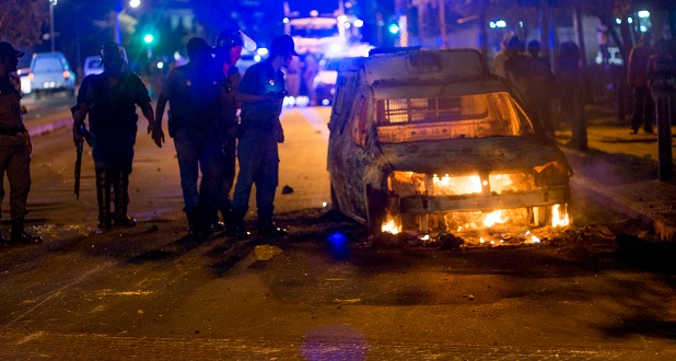 wits-feesmustfall-police-car-burning-hl