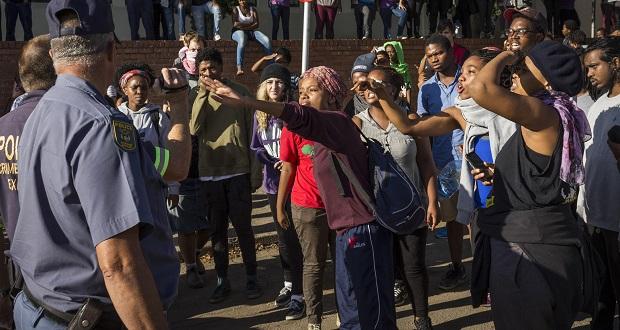 rureferencelist-protest-women-police-by-joshua-stein